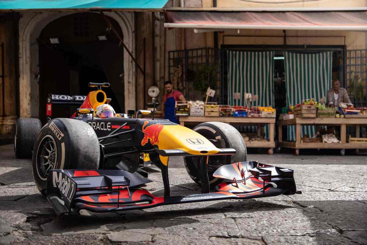 Max Verstappen al mercato di Ballarò a Palermo