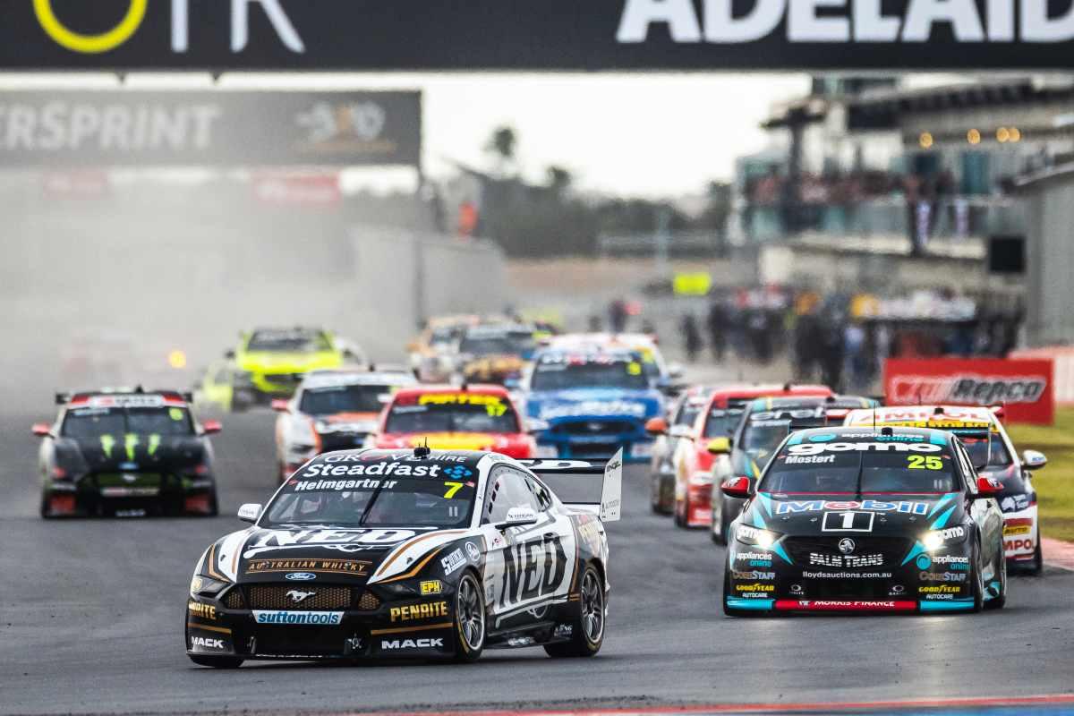 Una fase di gara del campionato di V8 Supercars in Australia