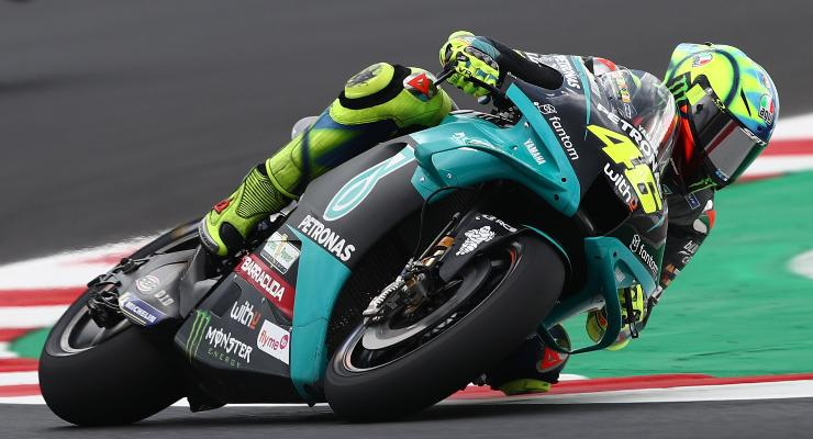 Valentino Rossi in pista sulla Yamaha durante le prove libere del Gran Premio di San Marino di MotoGP 2021 a Misano Adriatico