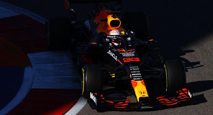 Max Verstappen in pista al Gran Premio di Russia di F1 2021 a Sochi