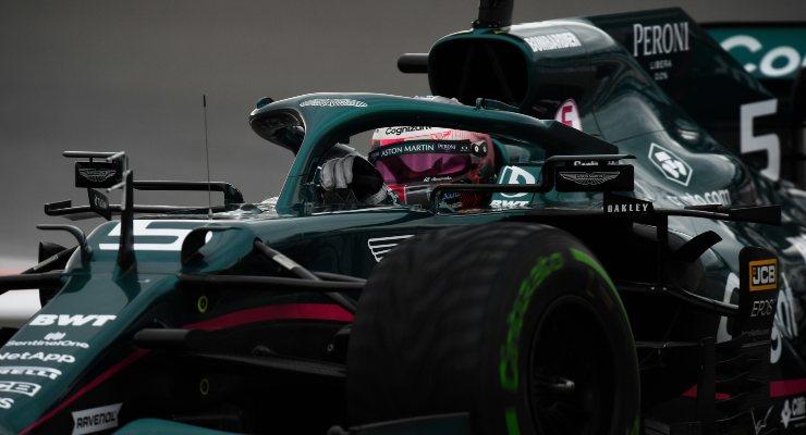 Sebastian Vettel in pista sulla Aston Martin nelle qualifiche del Gran Premio di Russia di F1 2021 a Sochi