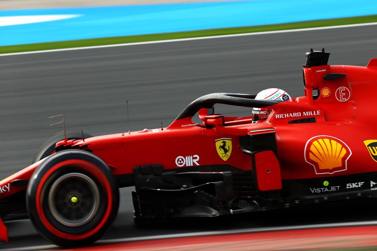 Leclerc in pista con la SF21 (Foto di Bryn Lennon/Getty Images)