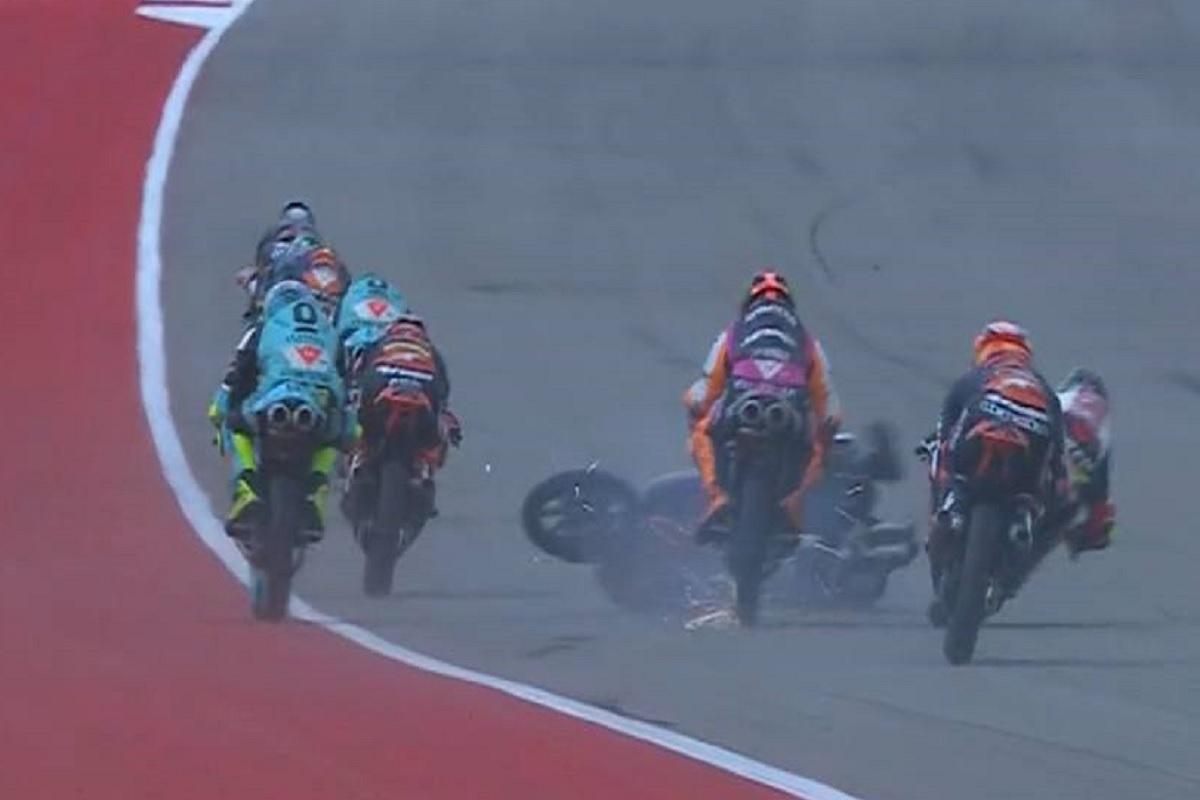L'incidente che ha coinvolto Migno in Moto3 (Foto Twitter)