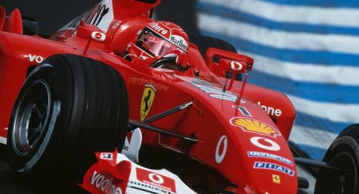Schumacher sulla F2003GA (Foto di Mark Thompson/Getty Images)
