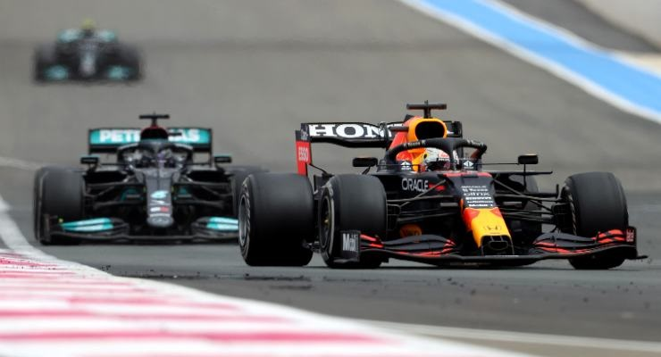 Hamilton insegue Verstappen (Foto di Clive Rose/Getty Images)