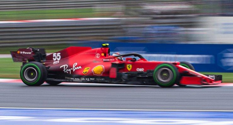 Carlos Sainz in pista al Gran Premio di Turchia di F1 2021 a Istanbul