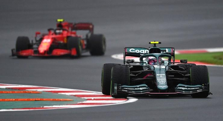 Sebastian Vettel al volante della Aston Martin nel Gran Premio di Turchia di F1 2021 a Istanbul