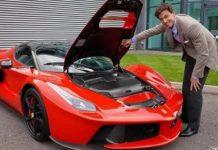Toto Wolff con la sua Ferrari LaFerrari Aperta